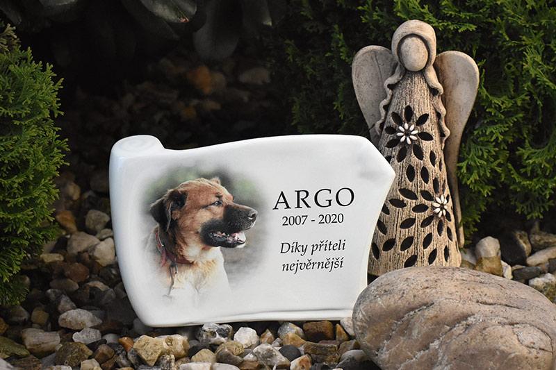 Pamětní deska na psí hrob